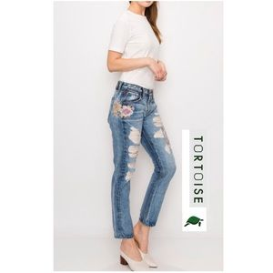 🎉HP🎉Tortoise Savanna Floral Cropped Slim Jeans
